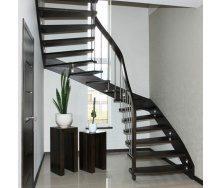 Лестница на больцах с стальными балясинами черная
