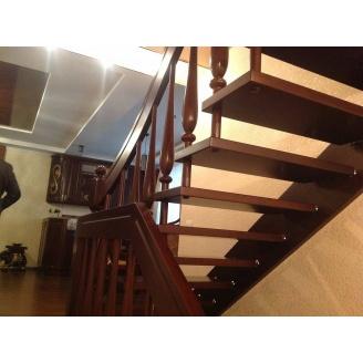 Лестница на больцах с декоративными балясинами темно-коричневая