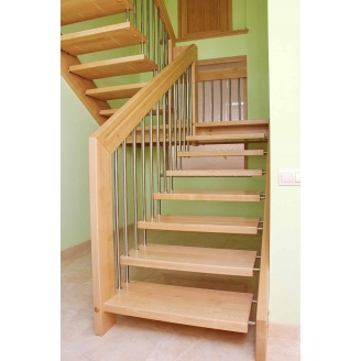 Лестница на больцах из дерева