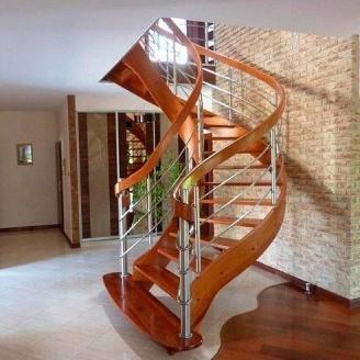Лестница с гнутыми элементами