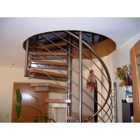 Сходи Тріумф Захід з поручнями з нержавіючої сталі і дерев'яними сходами