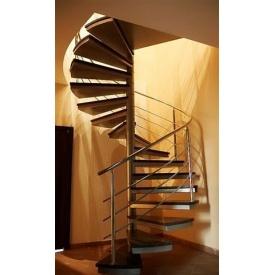 Гвинтові сходи Тріумф Захід з металевими поручнями і скляними сходинками