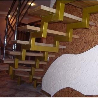 Ступеньки для лестницы на косоурах Триумф Запад деревянные