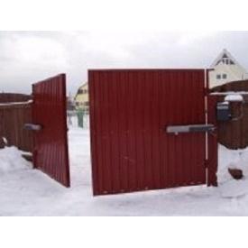 Распашные автоматические ворота из профнастила красные