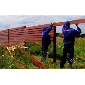 Установка дерев'яного паркану