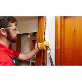 Демонтаж двери в квартире