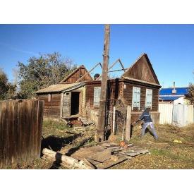 Демонтаж дерев'яного паркану