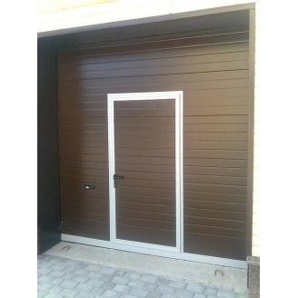 Гаражные секционные ворота DoorHan с калиткой RSD02 2300х2500 мм
