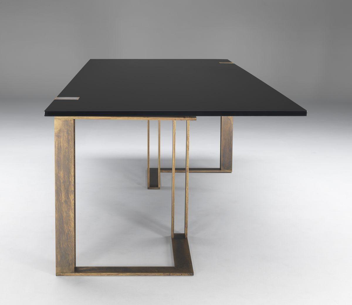 Копия такого стола из камня и металла обойдется ~ 25-40 тыс. грн