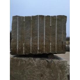 Блок з пісковику для розпилювання 3 м3