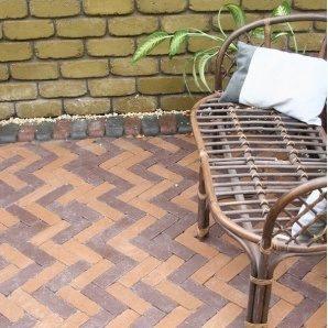 Тротуарна плитка Золотий Мандарин Барселона Антик 186х60х45 мм на сірому цементі коричневий