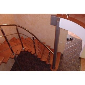 Строительство деревянной лестницы в офисные помещения