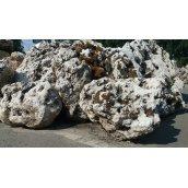 Камінь вапняк дірчастий насипом сірий