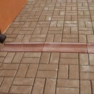 Отлив Золотой Мандарин 500х200х60 мм на сером цементе красный