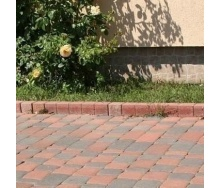 Поребрик фигурный квадратный Золотой Мандарин 500х80х250 мм на сером цементе персиковый