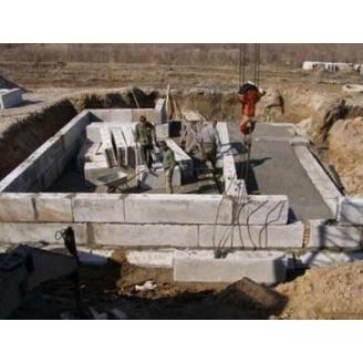 Монтаж фундаментних блоків