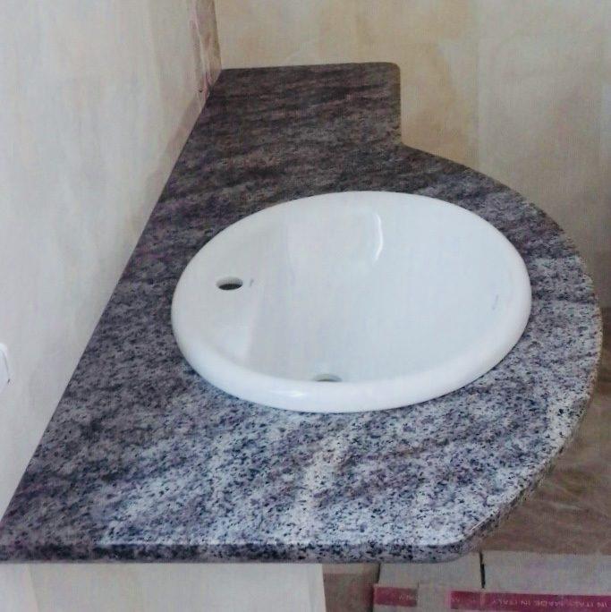 Стільниця у ванну з Крутновского граніту