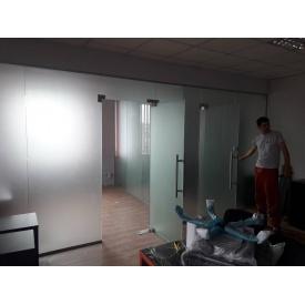 Стеклянная перегородка Студия закаленного стекла 2460x5650 мм
