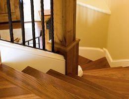 Как правильно лакировать деревянные лестницы