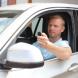 Как управлять гаражными воротами, не выходя из машины?