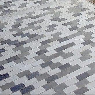 Тротуарна плитка Золотий Мандарин Цегла без фаски 200х100х60 мм на сірому цементі чорний