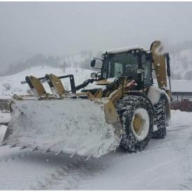 Прибирання снігу спецтехнікою