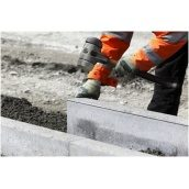 Встановлення дорожнього бордюру бетонного
