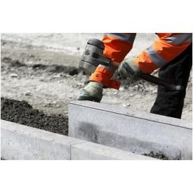 Установка бетонного дорожного бордюра