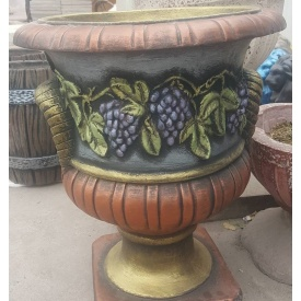 Бетонный цветник МикаБет Амфора с виноградом окрашенный декоративным акрилом 47x60 см