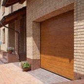 Секционные гаражные ворота ALUTECH TREND М-гофр 3000х2375 мм золотой дуб