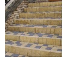 Стовпчик фігурний квадратний Золотий Мандарин 100х80х250 мм на сірому цементі гірчичний