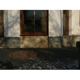 Облицювання цоколя будівлі каменем