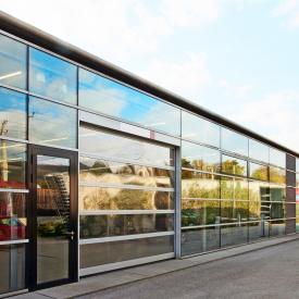 Панорамні ворота ALUTECH AluTherm з комплектом Стандарт 4000х4085 мм RAL 9006 сріблястий металік