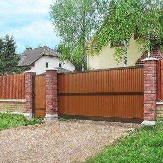 Откатные ворота Alutech Comfort профиль роликовой прокатки коричневые