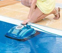 Як почистити басейн і які аксесуари використовуються для цього?