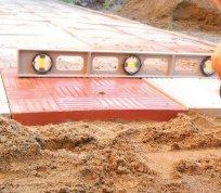 Укладання тротуарної плитки на пісок