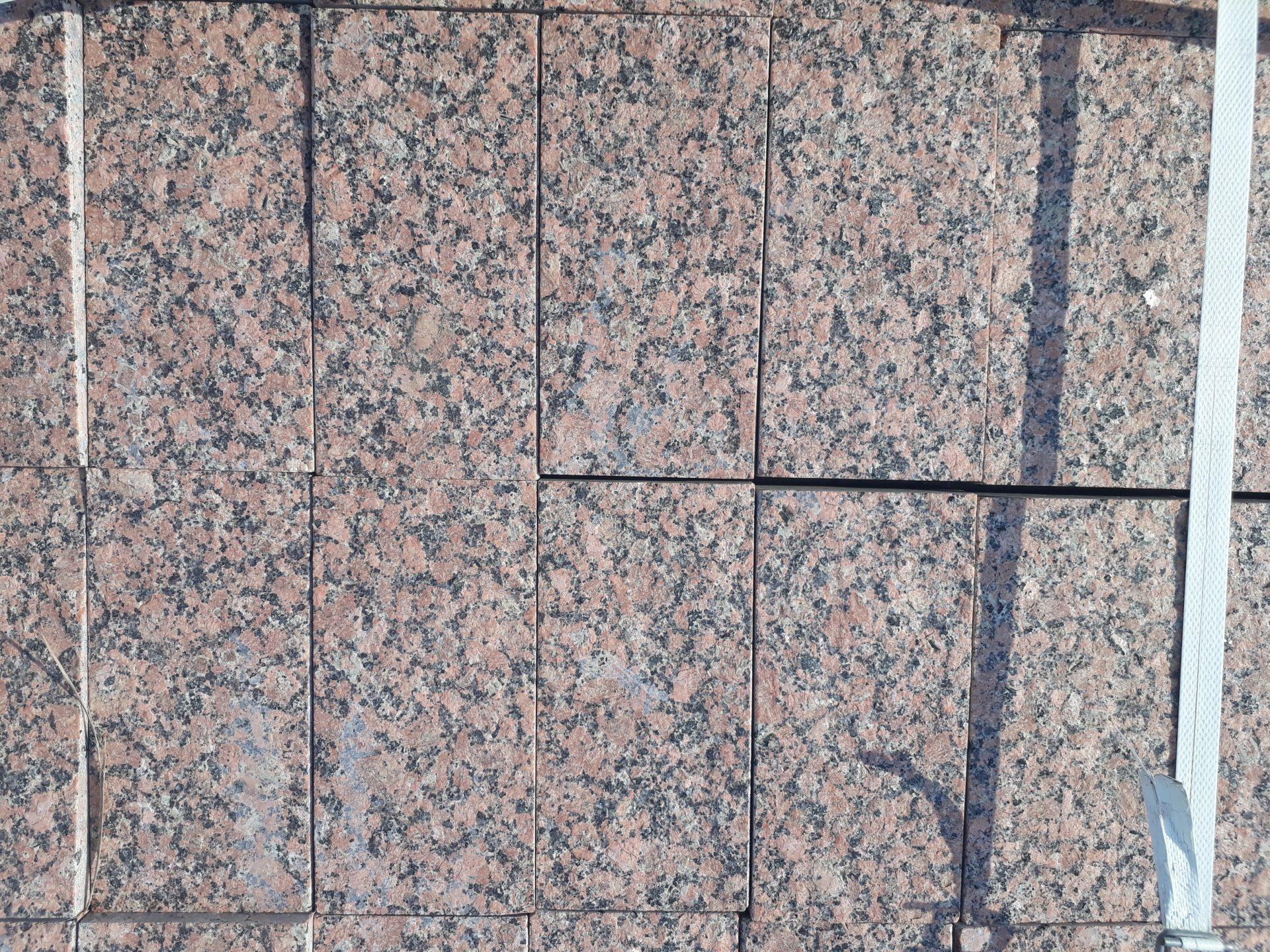 Бруківка гранітна повно-пиляна Омелянівка 200х100х50 мм