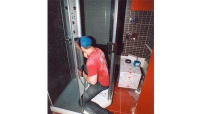 Протікає душова кабіна: що робити?