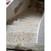 Виготовлення бетонно-мозаїчних сходинок для сходів під замовлення