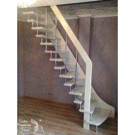 Чердачная лестница на боковине с попеременным шагом ступеней