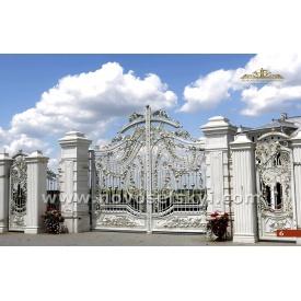 Кованые распашные открытые ворота с калиткой слоновой кости