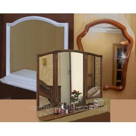 Дзеркало в дерев'яній рамі