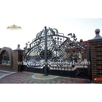 Ковані ворота розпашні відкриті