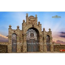 Кованые ворота распашные закрытые с калитками аркой и колоннами