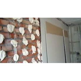Вирівнювання стін гіпсокартоном на клей