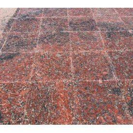 Гранитная плитка с аномалией цвета Капустинского м-я Rosso Santiago 400х400х20 мм