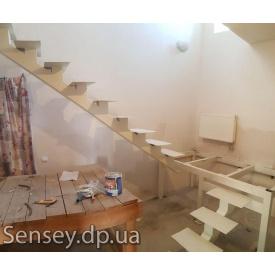 Металеві сходи між поверхами під розміри замовника