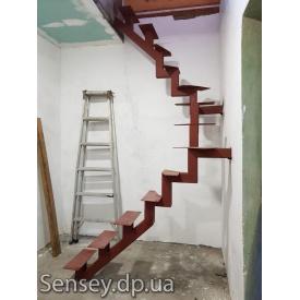 Лестница на каркасе из металла под заказ