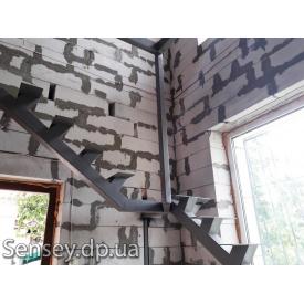 Металеві сходи без дерев'яних ступенів