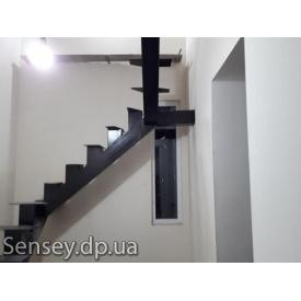 Металеві сходи на 2й поверх різної конфігурації